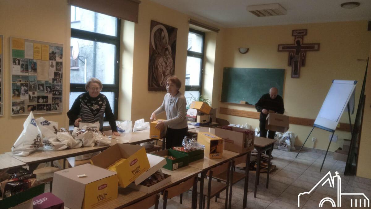 10 XII 2019 – Caritas przygotowuje paczki dla chorych