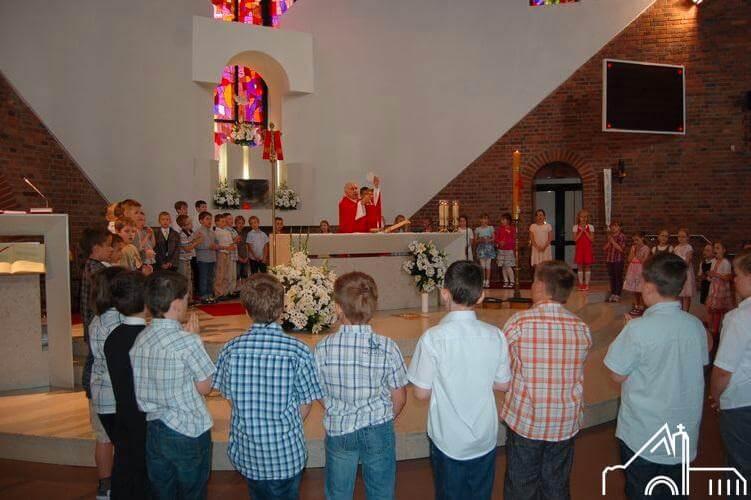 VI 2012 – Odnowienie Obietnic Chrztu Św. przez dzieci pierwszokomunijne